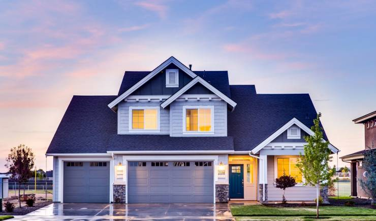 6 Signs That It's Time to Install A New Garage Door