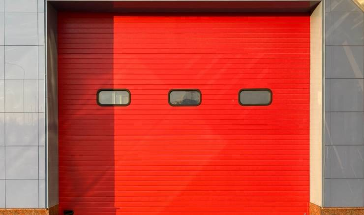Signs You Need to Repair or Replace Your Garage Door
