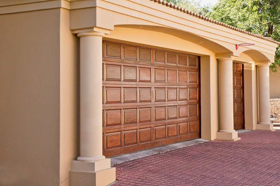 Hiring A Garage Door Service Provider? Here's What To Look Out For