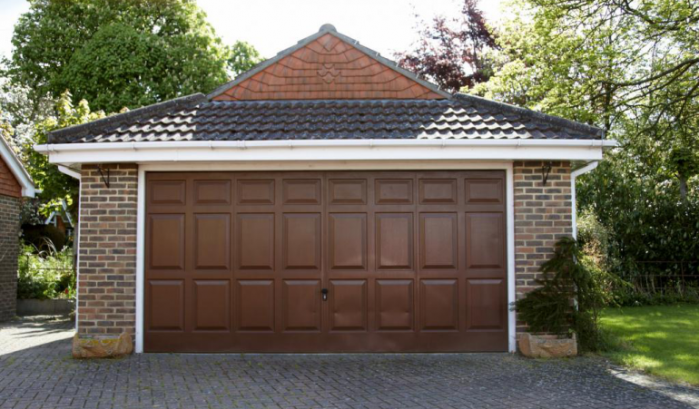 3 Reasons to Customize Your Garage According to Your House