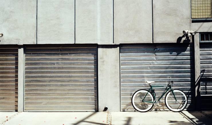 5 Tips to Follow When Your Garage Door Has A Broken Panel